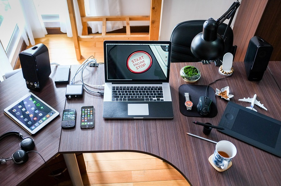 Some Of The Best Ways To Arrange And Decorate Your Office Desk